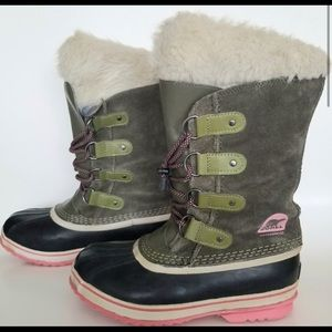 *Like NEW Girls Sorel winter boots